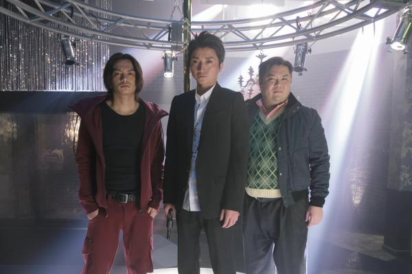 左から田中聖さん、藤原竜也さん、ブラックマヨネーズ小杉竜一さん