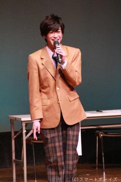 赤澤さんは『学園のクローバー』でも着用した制服姿で登場。とても23歳には見えません