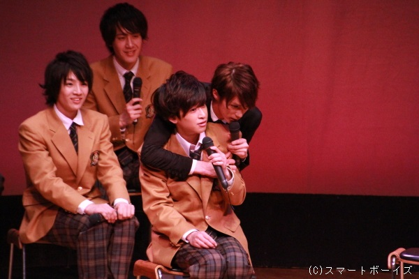 背中越しに抱きしめる浜尾さんに、ファンも赤澤さんも胸キュン!