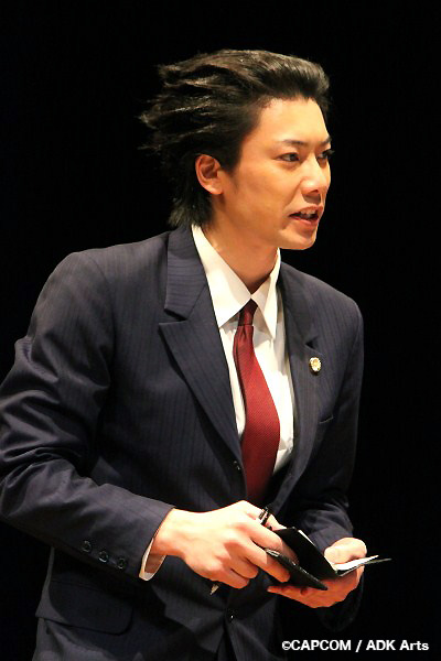 主人公・成歩堂龍一(なるほどう りゅういち)役の兼崎健太郎