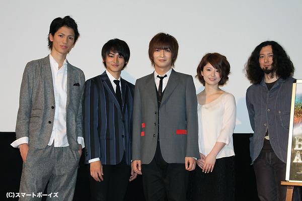 (写真左より)根岸拓哉さん、佐藤永典さん、佐々木喜英さん、中島愛里さん、遊佐和寿監督