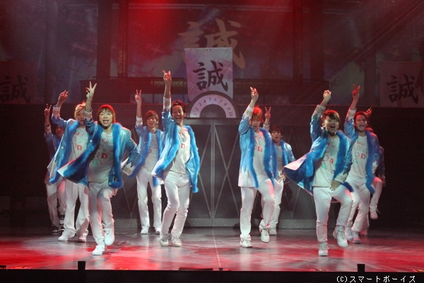 歌・ダンス・芝居・ムチャぶりありの、バラエティ豊かな内容