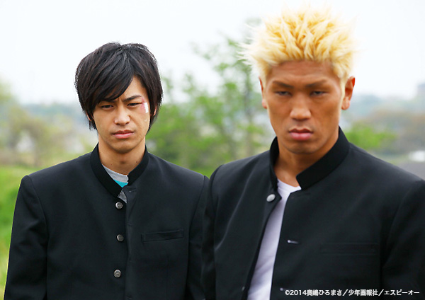 アキラ役の小澤亮太(左)とツトム役の城戸康裕(右)