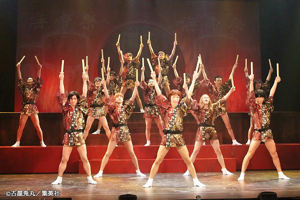 学園祭ではフンドシ&シースルーの半被姿で渾身のパフォーマンス!!