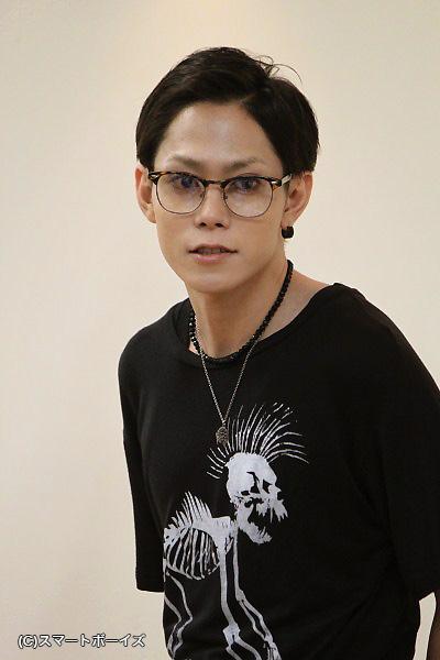 青年I(アイ)役の玉城裕規さん