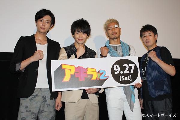 (写真左より)五十嵐麻朝さん、小澤亮太さん、城戸康裕さん、吉村典久監督