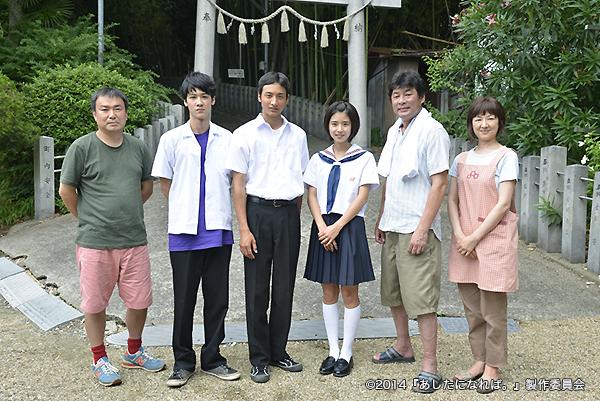 (左より)三原光尋監督、葉山奨之さん、小関裕太さん、黒島結菜さん、赤井英和さん、赤間麻里子さん