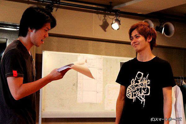 猪塚健太さん(右)は今までにないおバカキャラに挑戦!