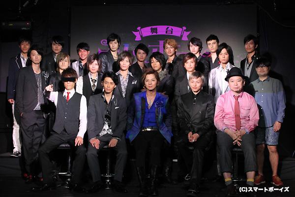 総合プロデュースの鈴木おさむ氏、脚本・演出の村上大樹氏と、総勢19名のホスト&甘王が集結!