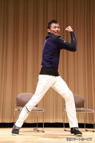 岩永さんの変身ポーズ「焼結!」