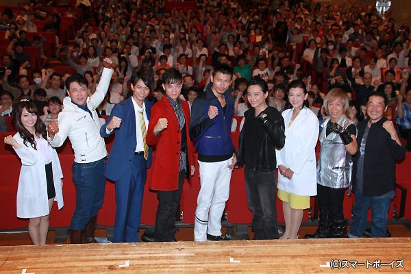 (左より)桃瀬美咲さん、渡洋史さん、馬場良馬さん、三浦力さん、岩永洋昭さん、石垣佑磨さん、森永奈緒美さん、串田アキラさん、坂本浩一監督