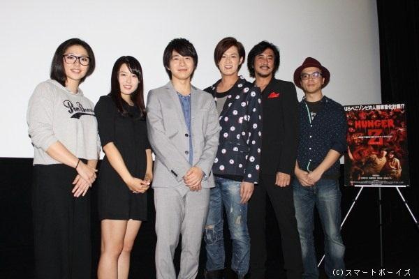 (写真左より)亜紗美さん、小田島渚さん、村井良大さん、新納慎也さん、水谷あつしさん、月足直人監督