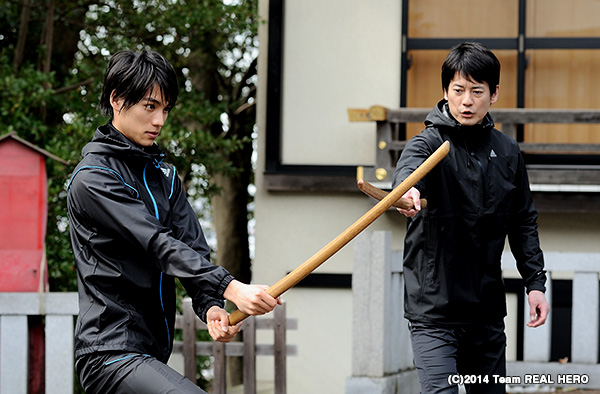 福士蒼汰(左)が唐沢寿明と、ヒーロー役で運命の共演