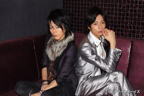 (写真左より)夕妃(ゆうき)役の廣瀬智紀さんと、隼人(はやと)役の五十嵐麻朝さん