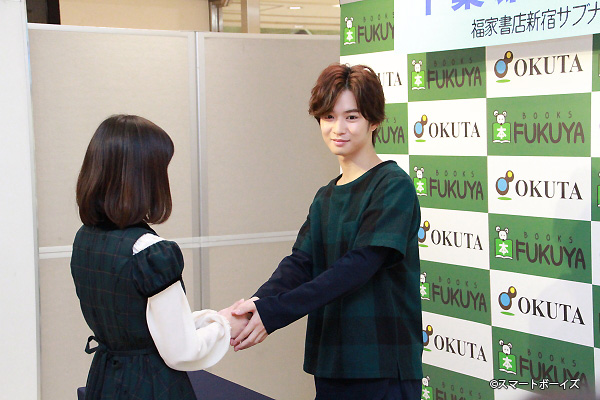 千葉さんと握手できる貴重なイベントということもあり、大勢のファンが集まりました