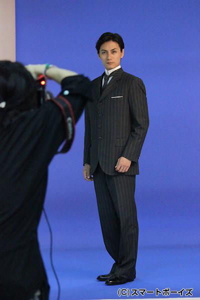 トラディショナルな英国風スーツがお似合いの加藤さん