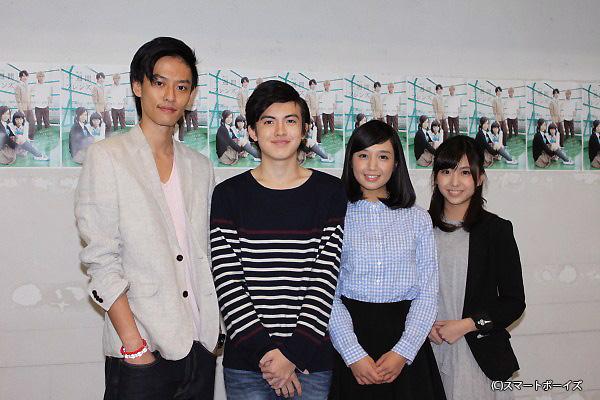 (写真左より)戸谷公人さん、岡山智樹さん、岡野真也さん、川上ジュリアさん