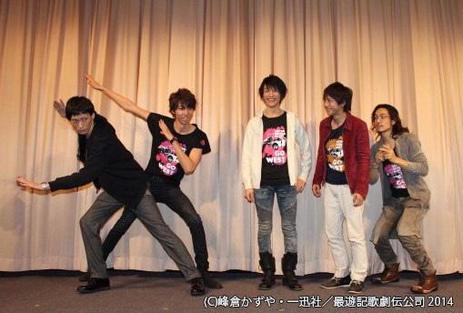 「何かポーズを……」とのリクエストに、村田さんと鮎川さんが謎の変身ポーズ(笑)