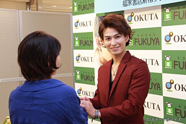 1200人のファンとふれ合った松田さん。次のイベントは今月24日。大阪で握手!