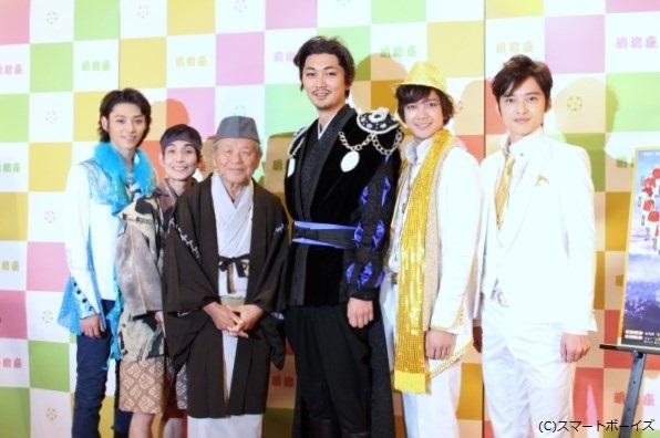 (写真左より)安西慎太郎さん、矢部太郎さん、左とん平さん、小林且弥さん、辻本祐樹さん、木ノ本嶺浩さん