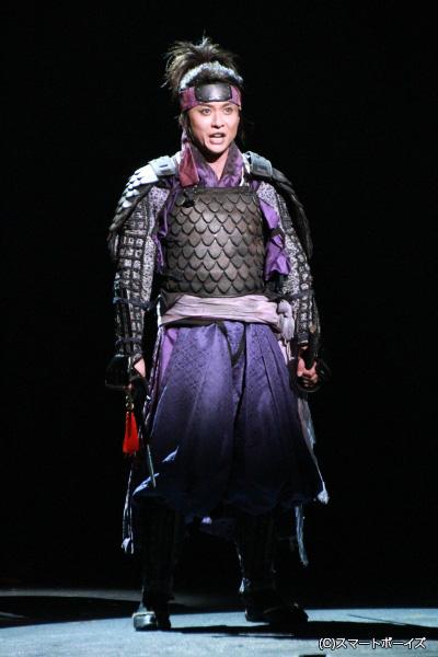映画版「里見八犬伝」で初代ギャバンの大葉健二が演じ、舞台版では二代目ギャバンの石垣さんが熱演。これも何かの縁!?