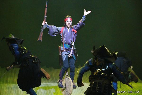 筧十蔵役の三津谷亮