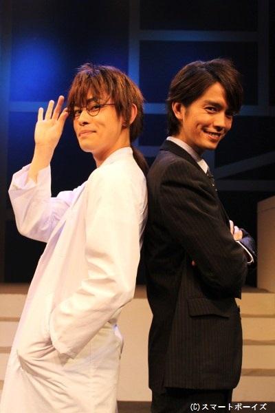 岩瀬寿文役の村上幸平さん(右)と烏丸カオル役の阿部直生さん「烏丸役の阿部くんとのコンビプレイに注目です!」「日替わりネタも二人で考えたので楽しんでください」