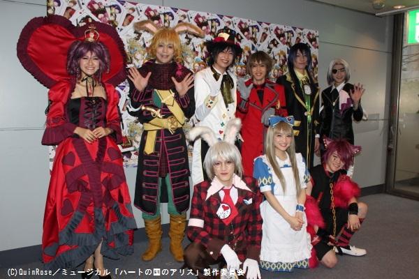 (後列左から)石井美絵子、磯貝龍虎、吉岡祐、碕理人、成松慶彦、高﨑俊吾 (前列左から)尾関陸、松本妃代、小西成弥