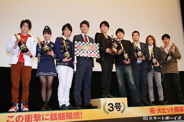 (左より)稲葉友さん、内田理央さん、中村優一さん、竹内涼真さん、及川光博さん、倉田てつをさん、半田健人さん、天野浩成さん