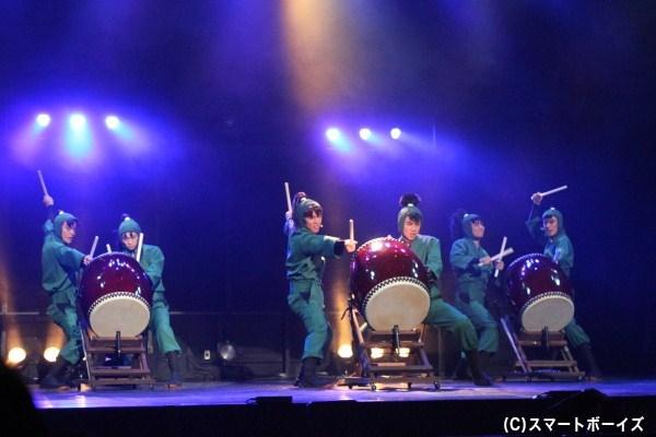 六年生たちの息の合った和太鼓演奏は迫力満点!