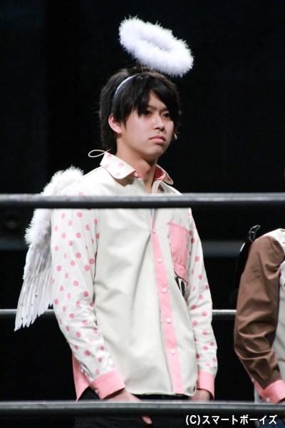 天使のコスプレをした鈴木さん。なかなかのレアショットです