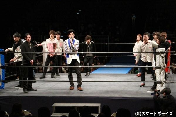 MCの伊藤さんを含め13人の役者がリングイン!