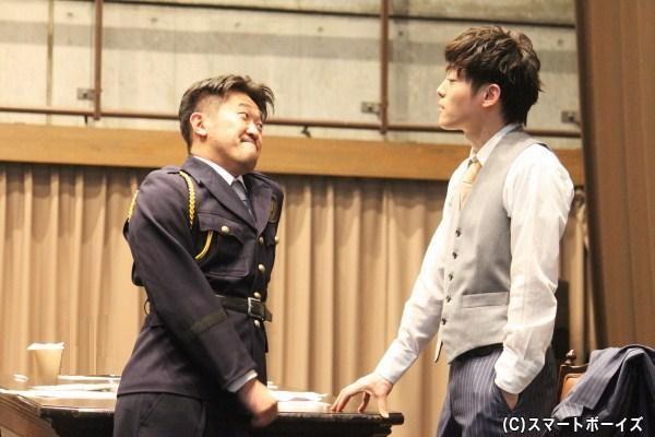警護官役の鈴木ハルニさんの飄々としたお芝居に思わず笑いが