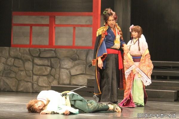 一方、女性が苦手な徳川家康は、主人公を前に逃げ切れずに死んだふり?