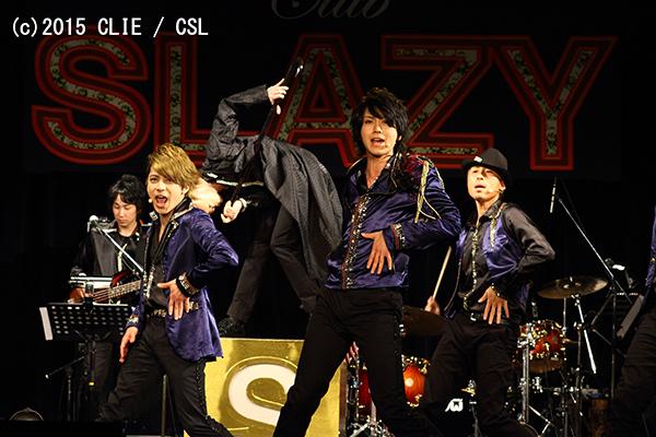 生バンドの演奏で、『CLUB SLAZY』の楽曲をたっぷり披露