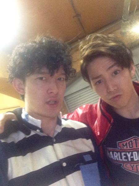 鎌苅健太さん(右)と伊藤陽佑さんの2ショット