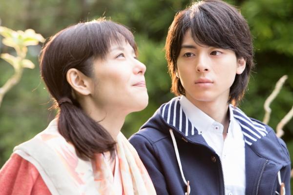母・恭子(富田靖子さん)と、律(高杉真宙さん)の間には、ある秘密が…