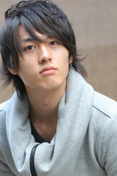 稲垣成弥さん演じる原田左之助は、千鶴のクラスの担任で、面倒見がよく生徒の人気も高い。