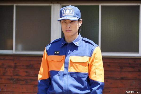鈴木伸之さん演じる等々力秀一は、普段は自動車修理工場に勤務する消防団員