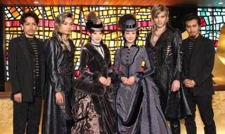 (写真左より)山崎育三郎さん、井上芳雄さん、蘭乃はなさん、花總まりさん、城田優さん、尾上松也さん