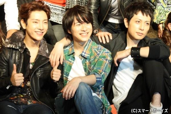 ユナクさん、村井さん、堂珍さんは会見中も笑顔で会話を交わしていました