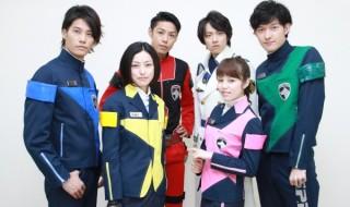 (左前列より)木下あゆ美さん、菊地美香さん (左後列より)林剛史さん、さいねい龍二さん、吉田友一さん、伊藤陽佑さん