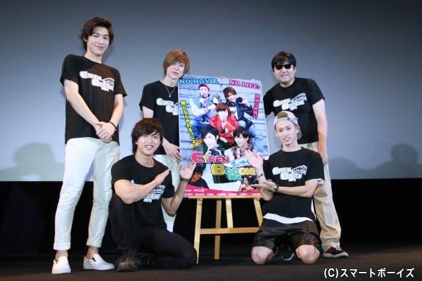 (左前列より)石渡真修さん、塩田康平さん (左後列より)神永圭佑さん、安川純平さん、中村公彦監督