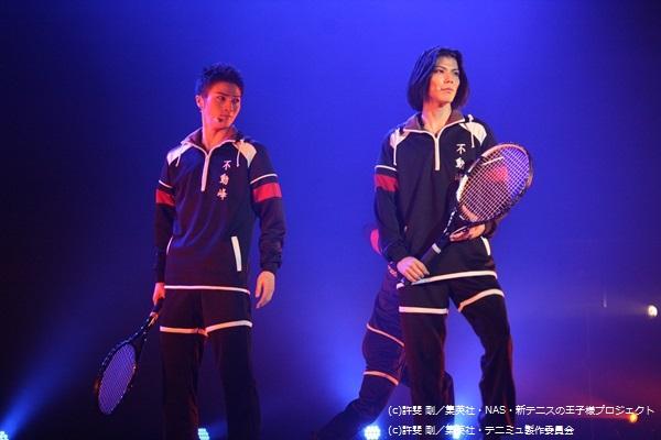 テニス部唯一の3年生で部長の橘 桔平(左)と、2年生のエース・伊武深司(右)