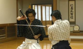 丸山敦史さん(左)と金城大和さんの真剣対決に、市瀬秀和さんの魔の手が!?