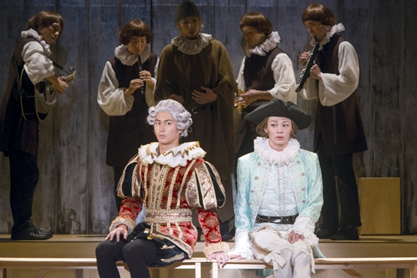 片想いの連鎖が繰り広げるシェイクスピアの傑作喜劇を、オールメイル(※全ての役を男性俳優が演じる作品)で上演