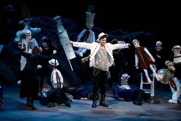 惹かれあい、傷つけあう4人の若者達の20年間を痛烈に描いた青春群像劇を日本初上演!