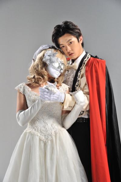ドラキュラに扮したSHINさんがスーパーヒーロータイムに登場!