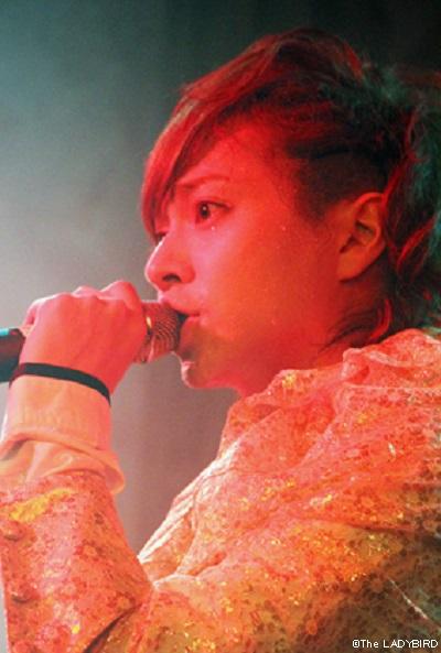 ショーステージではヨディーさんの美声も楽しめます!