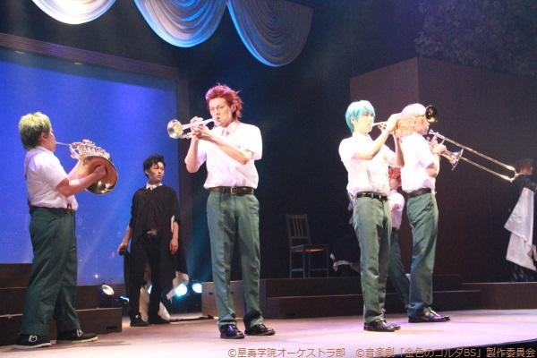 至誠館高校の演奏シーン